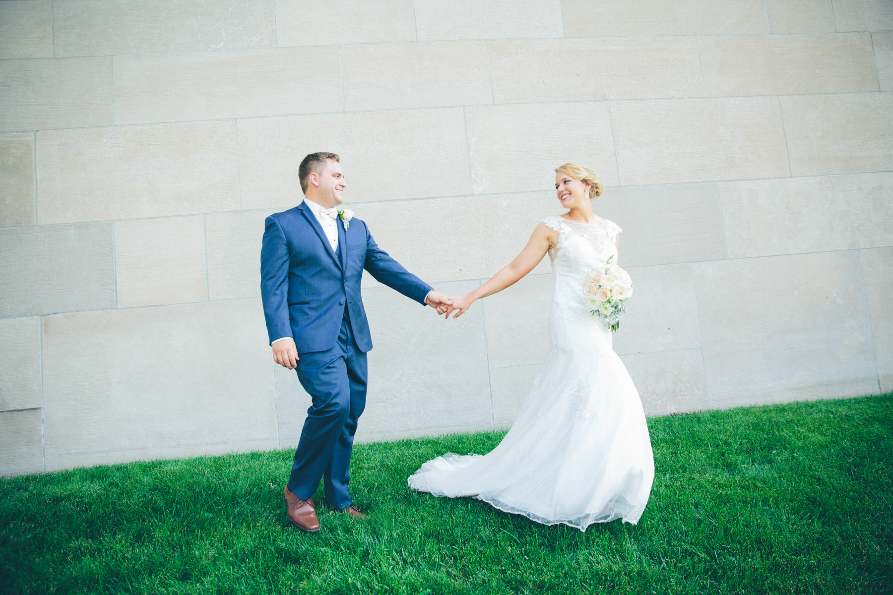 Megan + Brandon – Iconic Kansas City Wedding